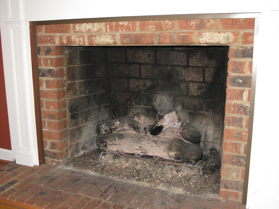 A thermal insert was installed in front of a fireplace to save energy and stop dust